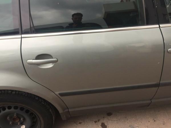 VW Passat 3BG kombi Tür hinten rechts in Stonehengegrey metallic LA7S