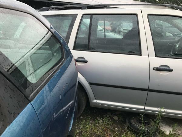 VW Golf IV Variant 1.6 Kombi Tür hinten rechts in silber LB7Z Baujahr 2000