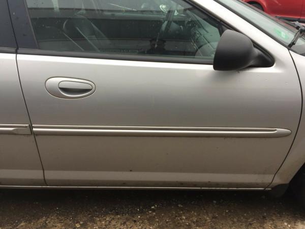 Chrysler Sebring JR Stufenheck Tür vorne rechts komplett in silber PS2 2003Bj.