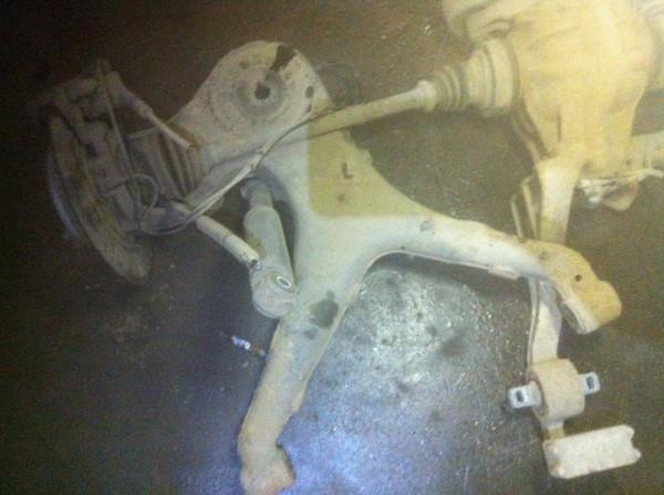 Achsschenkel Radnabe hinten recht mercedes Vito W639 109 CDI OM646980 Motor 2007