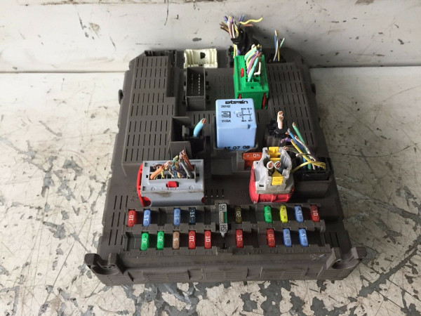 Bordnetzsteuergerät Sicherungskasten 9651938280 Peugeot 807 Citroen C8 2.2 HDI