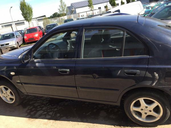 Hyundai Accent II Tür vorne links in Blau 2003 Baujahr 4 Türig