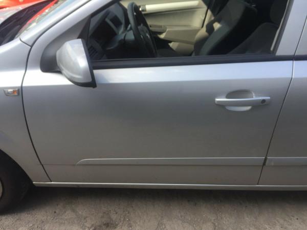 Opel Astra H kombi Tür vorne links komplett in silber Z157 2006 Baujahr