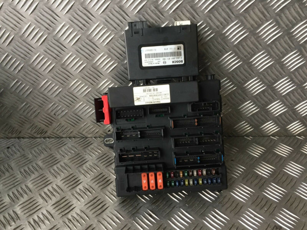 Bordnetzsteuergerät Sicherungskasten Relaykasten 93180272 Opel Vectra C 3.0 DTI