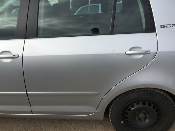 VW Golf Plus Tür komplett hinten links in LA7W Reflexsilber metallic 2007 Bj.
