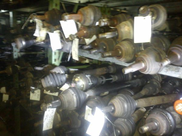 Antriebswelle vorne links Mazda 3 II BK 1.6 77KW 2005Bj. Schaltgetriebe