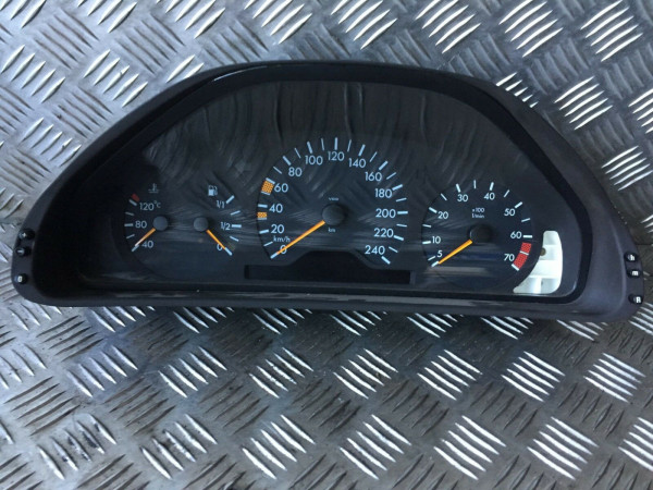 2105400748 Tacho Mercedes E Klasse w210 E240 benziner Automatik