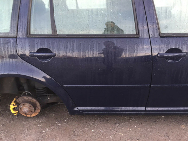 VW Golf IV kombi Tür hinten rechts in perlblau LA5G