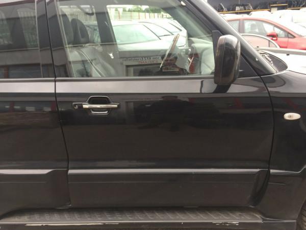 Mitsubishi Pajero III Tür komplett vorne rechts in schwarz 1999-2007 Baujahr