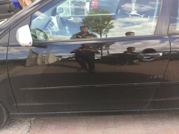 VW Polo 9N Facelift Bluemotion Tür links komplett in L041 Schwarz 3 Türig