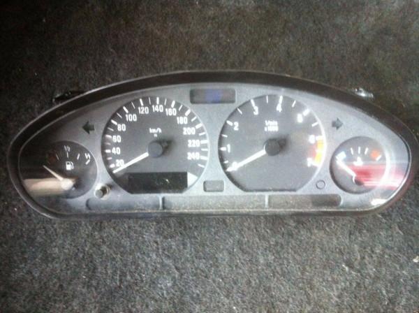 BMW E36 Compact Tacho 110008645002A 1997Bj.