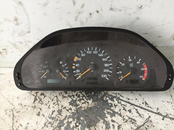 A2024401011 Tacho Mercedes C-Klasse W202 2000 Baujahr C200 CDI