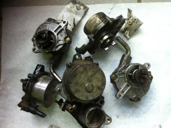 X2T58171A Vakuumpumpe Mazda Premacy 2.0 TD 74KW RF4F motor 2004 Bj.