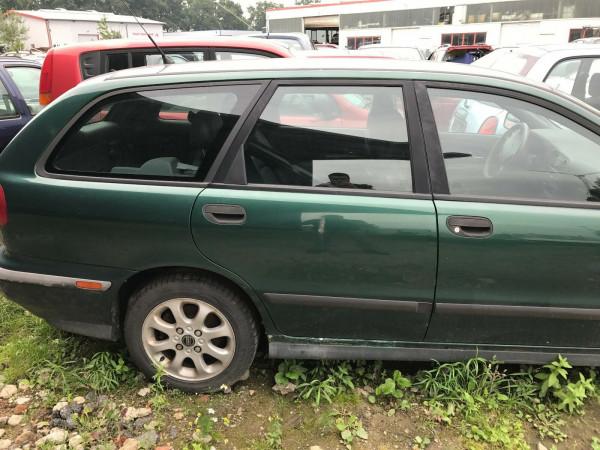 Volvo V40 1.8i Kombi Tür hinten rechts in grün 335 Baujahr 2001