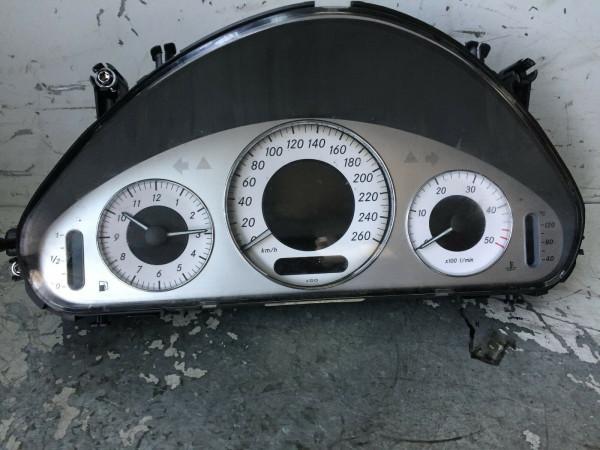 A2115408947 Tacho Mercedes Benz E-Klasse W211 E220 CDI 2004Bj.