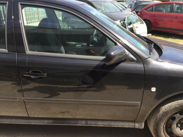Scoda Octavia I kombi Tür vorne rechts komplett in schwarz 9910 Baujahr 2000