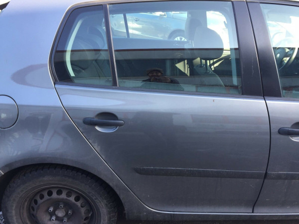 VW Golf V Tür hinten rechts komplett in grau LA7T