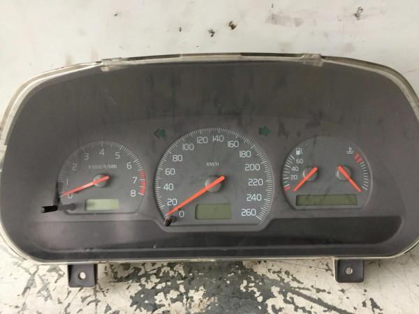 8601702 Tacho Volvo V40 1.8 90KW 2001 Baujahr B4184S2 Motor