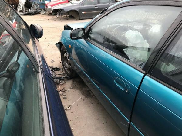 Toyota Corolla Compact 1.3 XLI Tür links in blau 746 Baujahr 1996